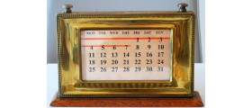 AC587 Brass and Oak Desk Perpetual Calendar