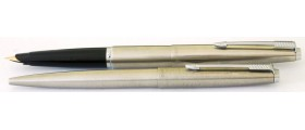 PA2714 Parker 45 Flighter Fountain Pen and Ballpoint Set, boxed. (Reverse Oblique)