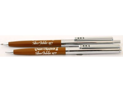 PM039 Papermate Queen Elizabeth II Silver Jubilee Ballpoint and Pencil Set, boxed.