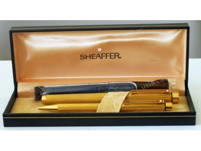 SH1653 Targa by Sheaffer No. 1013 Spiral Gold Plate Fountain Pen and Ballpoint Set, boxed (Fine